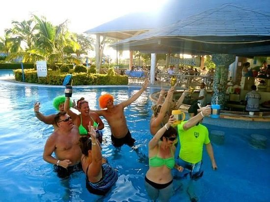 Hotel Playa Costa Verde Pool Bar Revellers