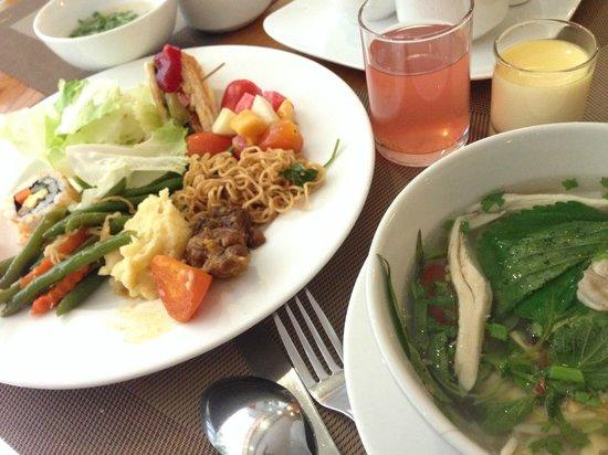 Au Lac II Hotel : 朝食