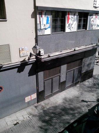 Hotel Paseo del Arte : discoteca al lado del hotel muy amenizada y ruidosa