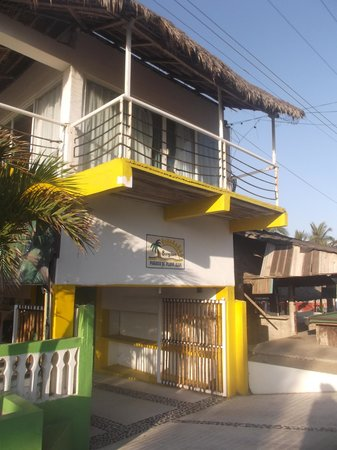 Paraiso de Playa Azul: Entrée de l'hôtel - 25/03/14