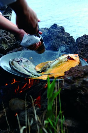 explora Rapa Nui - All Inclusive: Fresh fish being cooked on an afternoon excursion
