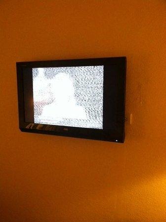 Lindbergh Bay Hotel and Villas : bad tv reception