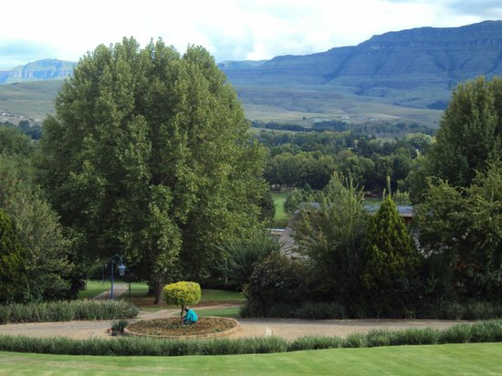 Champagne Sports Resort : oVERLOOKING THE GARDENS TOWARDS GOLF COURSE