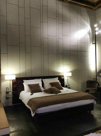 Piazza Del Gesu Luxury Suites: bed