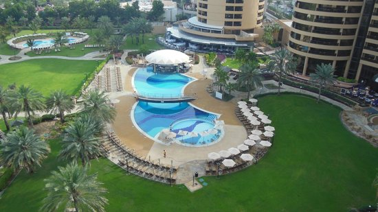 Le Royal Meridien Beach Resort & Spa : main pool from tower room