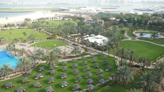 Le Royal Meridien Beach Resort & Spa : view from room tower with garden en sea view