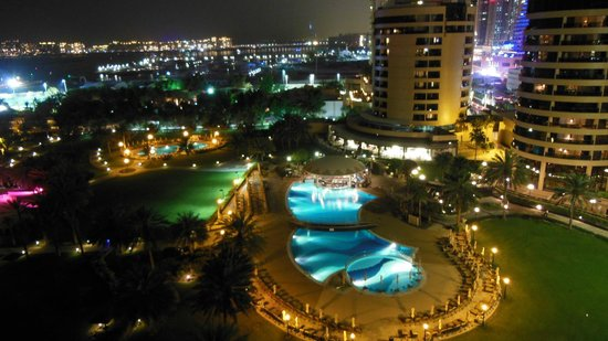 Le Royal Meridien Beach Resort & Spa : view by night of tower room