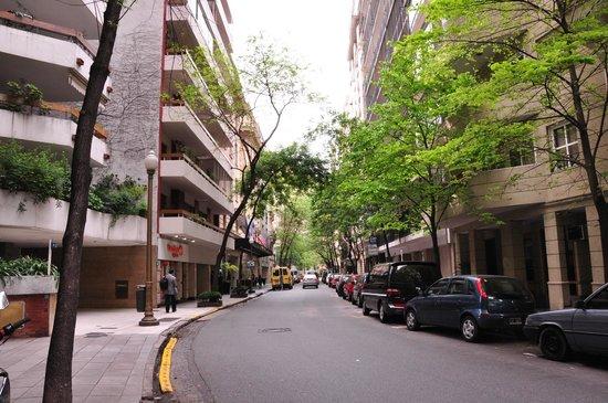 Sofitel Buenos Aires Arroyo: Rua do hotel_bacana