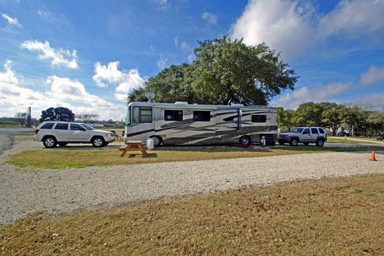 Whispering Oaks RV Park : Big Rigs welcome