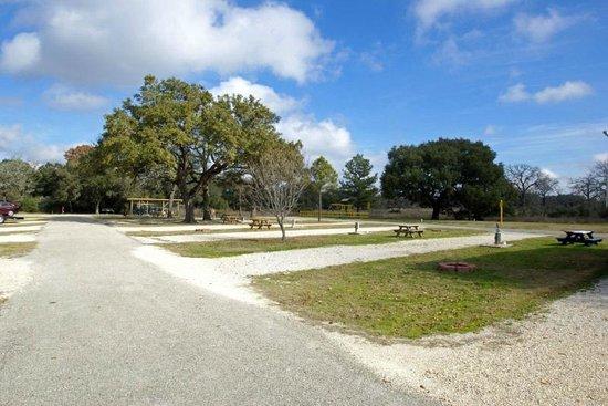 Whispering Oaks RV Park : Long, roomy sites
