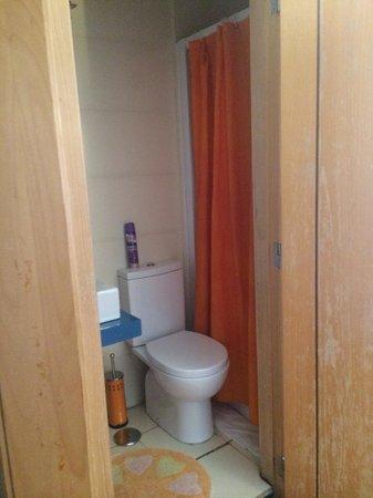 Lisbon Happy Hostel: Shared bathroom