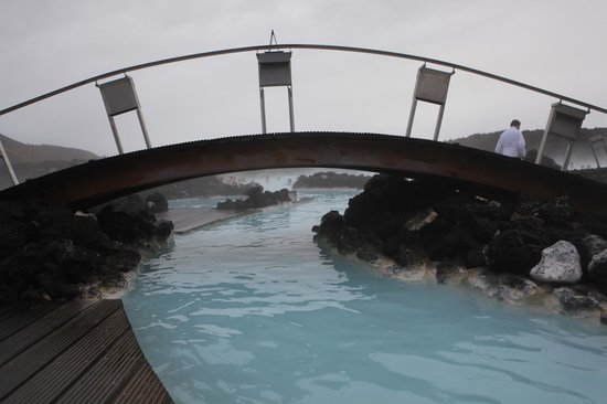 Blue Lagoon Iceland: There are lots of bridges and side sections
