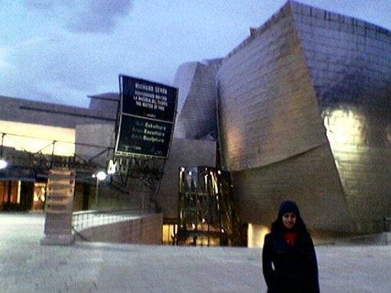 Museo Guggenheim de Bilbao: Guggenheim de Bilbao. Es impactante, inmenso una gran obra de arquitectura, me encantó y la expo
