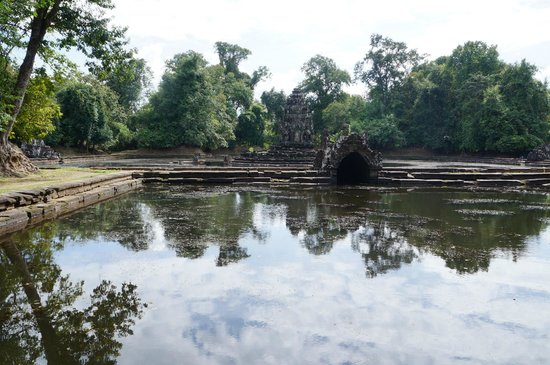 Neak Pean: Exciting to see the pools again full of water - as they should be!