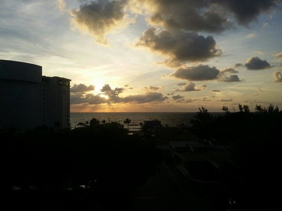 Fort Lauderdale Beach Resort : Every morning from 702. *sigh*