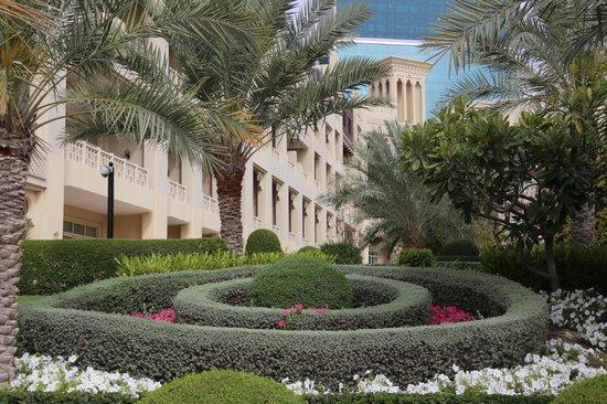 Grand Hyatt Doha: nice gardens