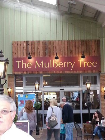 The Mulberry Tree Restaurant: Entrance to Mulberry Tree via Ruxley garden centre