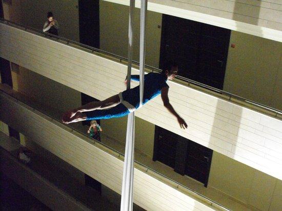 Hotel  Arenas del Mar: acrobat