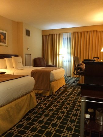 DoubleTree by Hilton Hotel Fort Lee - George Washington Bridge: bed