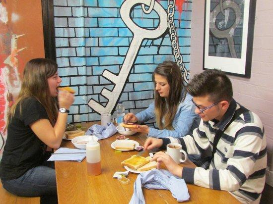 Clink78 : sala colazione /bar serale