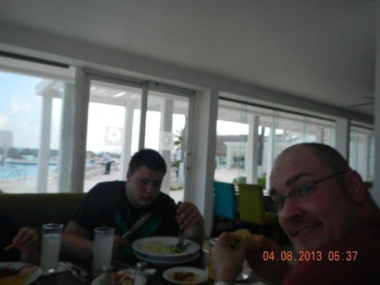 Krystal Cancun: dining