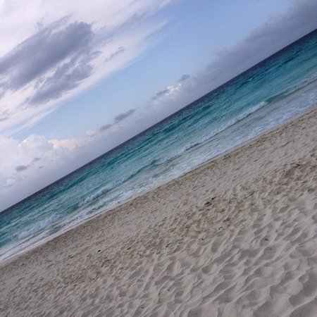 Flamingo Cancun Resort: The beautiful huge beach