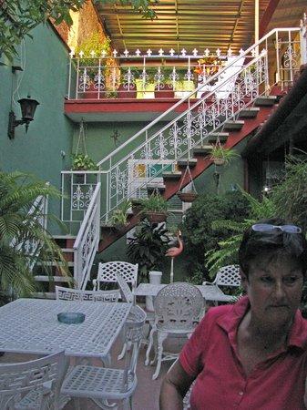 Casa Hostal Paraiso: terras met trap naar eerste etage