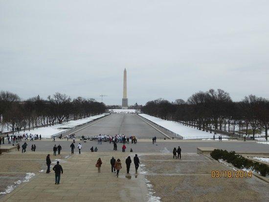 National Mall : La piscina reflectante esta vacía pero sigue siendo una vista fabulosa