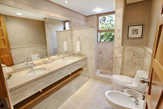 Los Altos Condo Residences: our bathroom