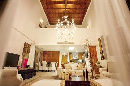Los Altos Condo Residences: Living room
