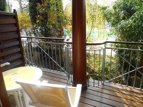 Le Parc Hotel Restaurant & Spa : coin détente extérieur de la chambre