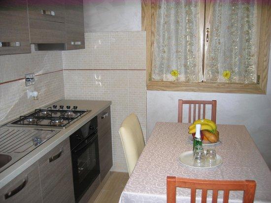 cucina con angolo cottura - Foto di Federica\'s Suite Home, Roma ...