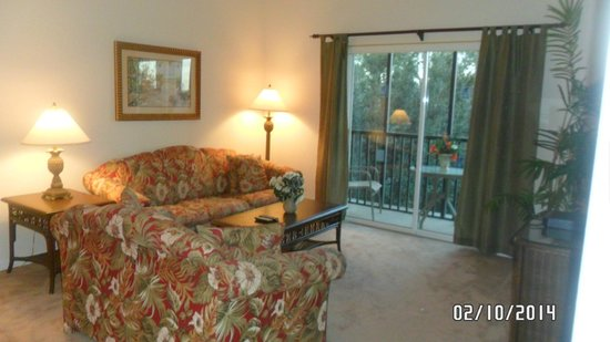 Bahama Bay Resort Orlando by Wyndham Vacation Rentals: living area...nice, but would have preferred leather furniture