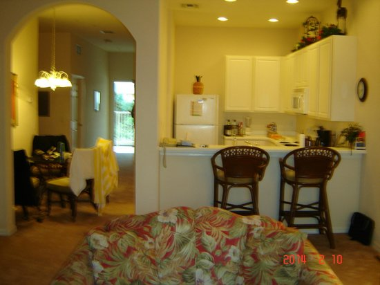 Bahama Bay Resort Orlando by Wyndham Vacation Rentals: kitchen/dining area