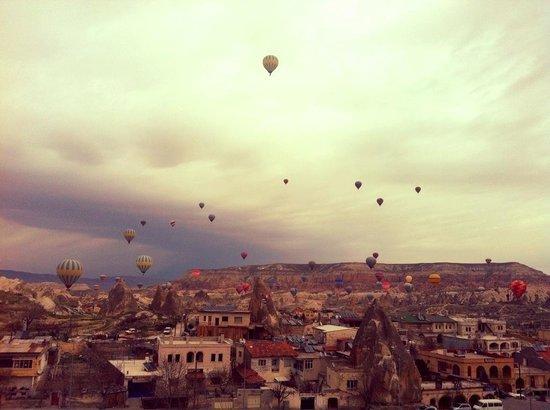 Doors Of Cappadocia Hotel: Balloons view from Doors of Cappadocia