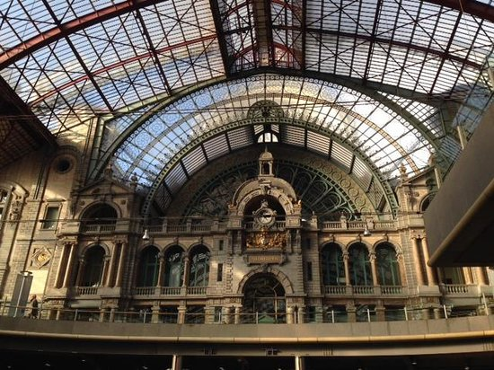 Bahnhof Antwerpen-Centraal: One of the most magnificent views upon entering the city.
