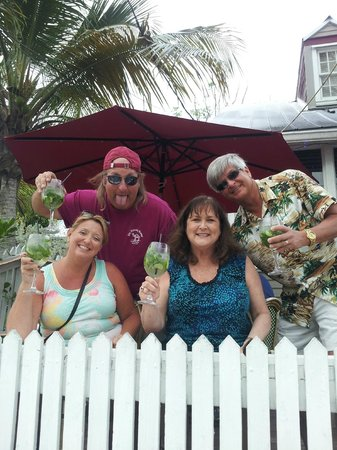 Little Room Jazz Club: Our gang at the railing on Duval St. Nice size Mojitos!!