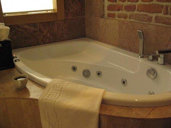 Aparthotel Stare Miasto: Jacuzzi bath
