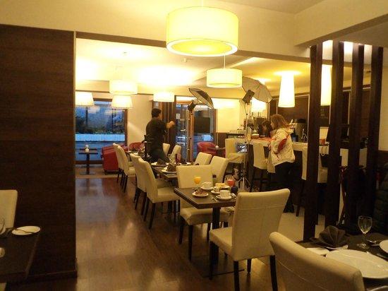 Hotel Germania Suites & Apartments: Concepción, Chile, Hotel Germania. Comedor con desayuno buffet..