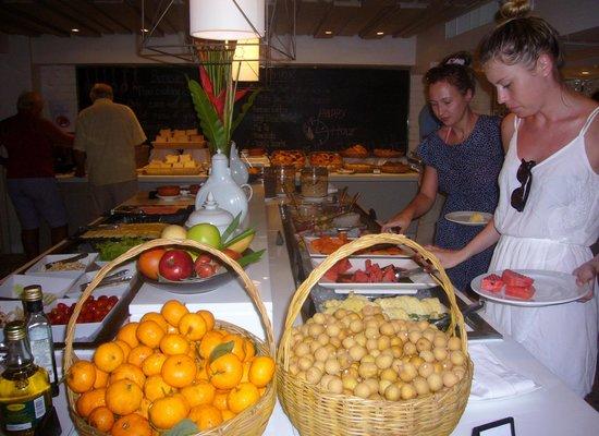 Burasari Resort: Nydelig frokost buffet med mange sunne valg.