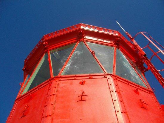 Phare des Baleines : Le haut du phare sert aussi d'amer.