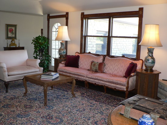 C&W Ranch Bed and Breakfast: Sunroom
