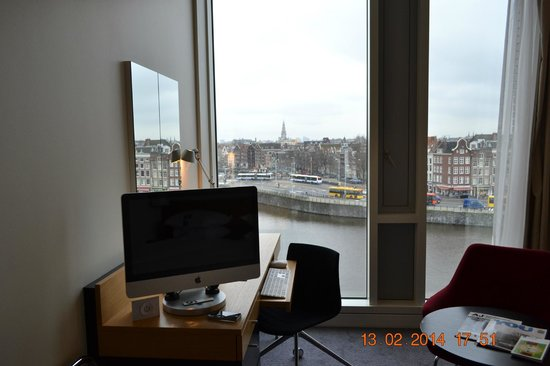 DoubleTree by Hilton Hotel Amsterdam Centraal Station: city view