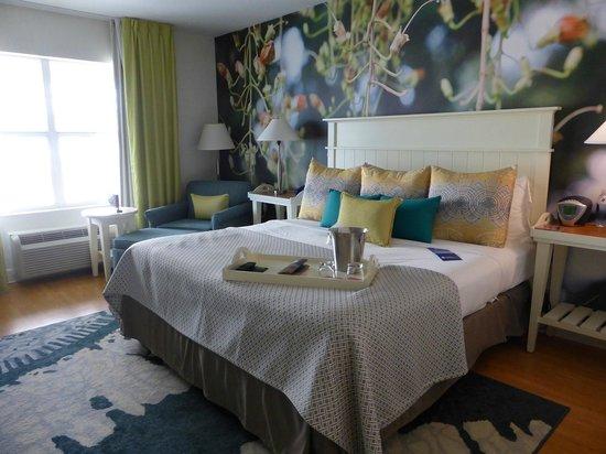 Hotel Indigo Sarasota: Elegant bedroom