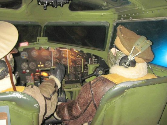 Fantasy of Flight : Inside the B-17. Time to land this bird!