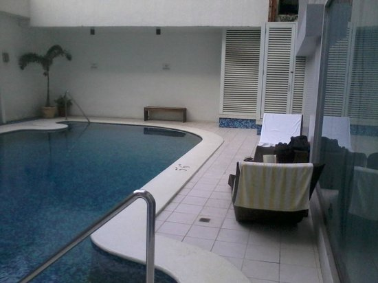 Hotel St. Ellis: Not very nice pool