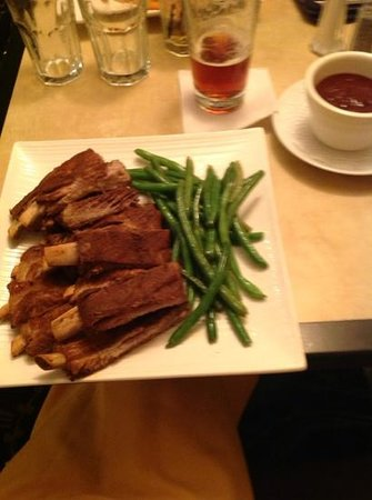 Holiday Inn Alexandria at Carlyle: ribs at the restaurant. yum yum!!