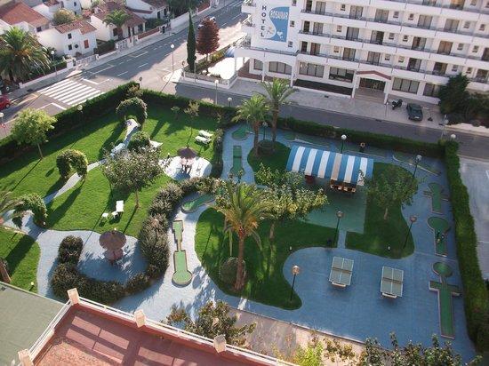 Prestige Goya Park : mini golf en tuin