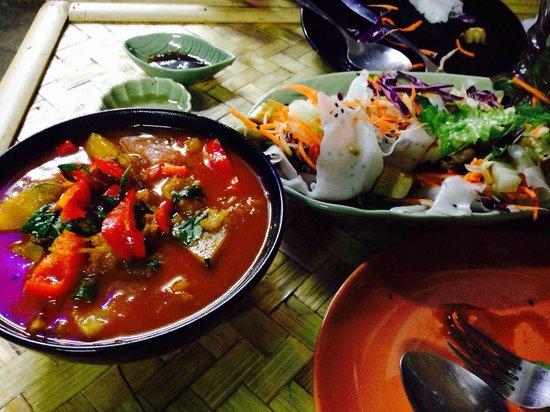Bamboo Bee Vegetarian Restaurant: Pumpkin curry & fresh spring roll both super duper good