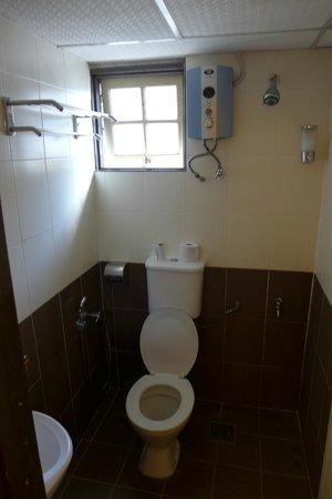 Camellia Budget Inn: wet room
